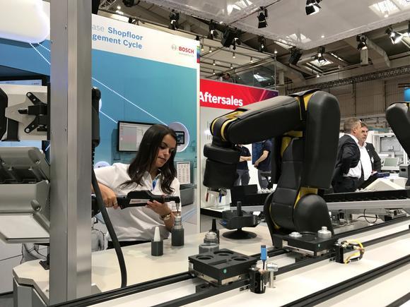 German trade fair showcases smart factories, robots