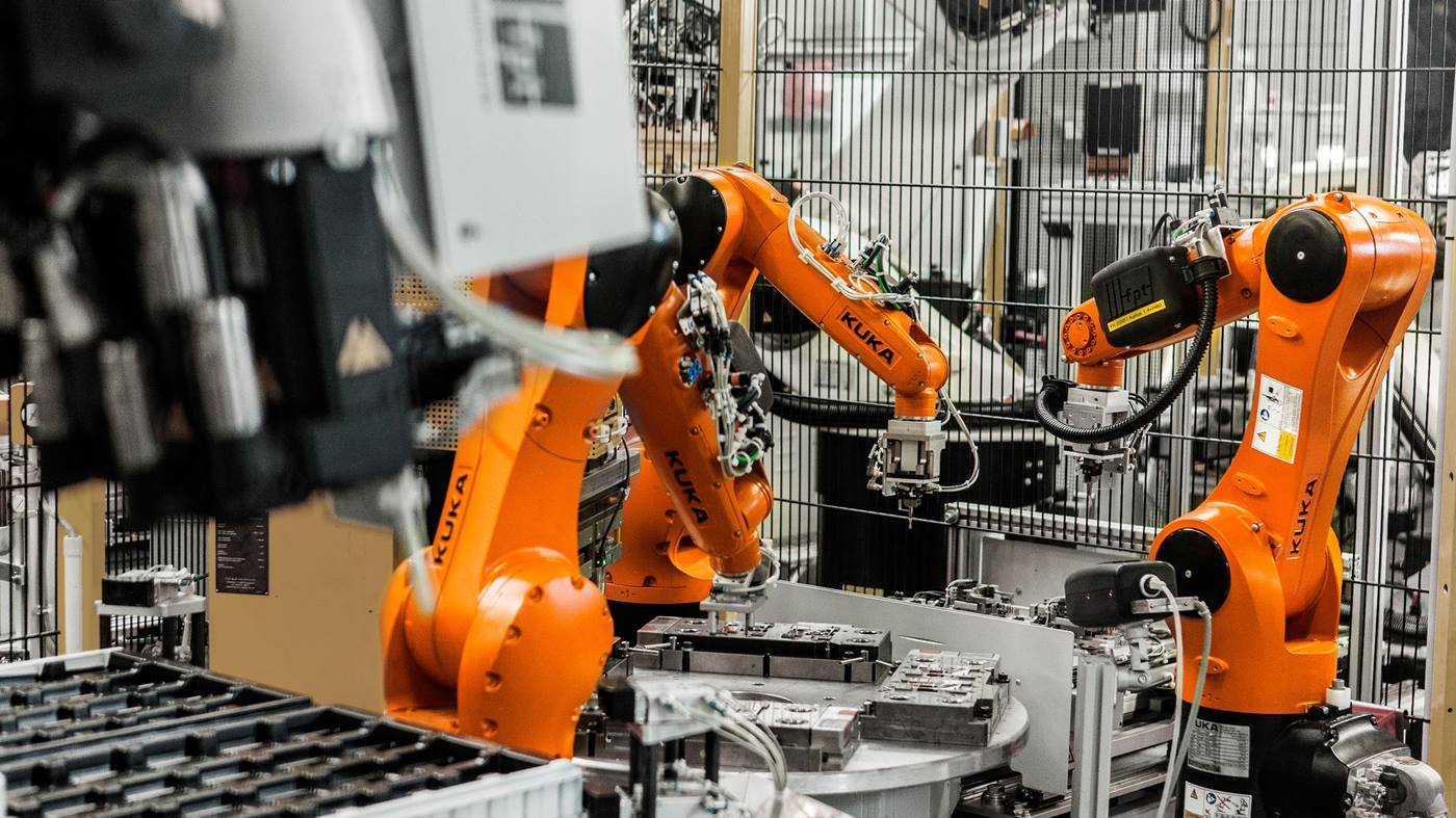 Germany's Kuka arms self-driving cart for bigger factory role