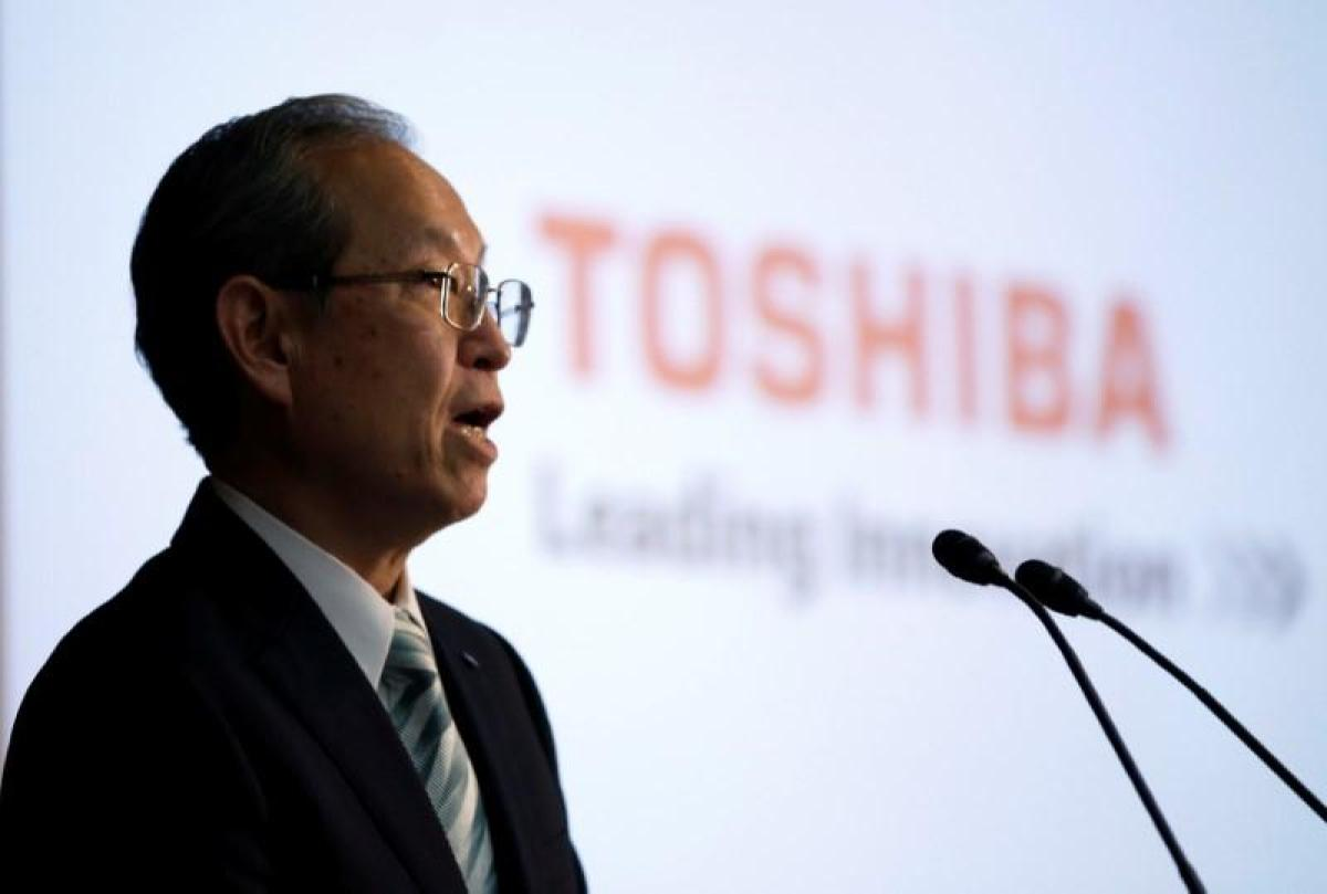 Toshiba wins auditor sign-off, likely avoiding delisting for now